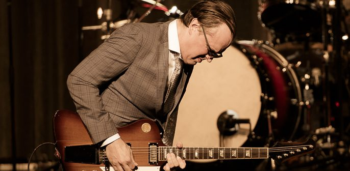Joe Bonamassa Plays His Custom-Tailored Rockin' Blues at The Warfield